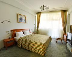 Hotel Russky Dom Divny 43°39° Spa Hotel, Suite room with 2 twin and 1 double bed