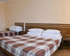 Hotel Marikon, Standard triple room with 1 single and 1 double bed